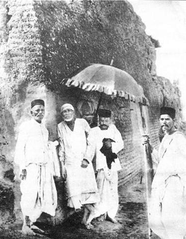 shirdi saibaba going to lendi Baugh along with his dear devotees